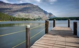 在Swiftcurrent湖的码头在冰川国家公园 免版税库存图片