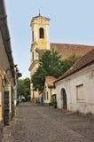 在Szentendre匈牙利的典型的欧洲胡同 库存照片