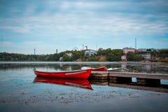 在Töölönlahden puisto,赫尔辛基的小船 免版税图库摄影