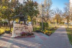 在t的基辅纪念标志下落的战士Obolon区  库存照片