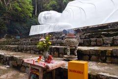 在Ta古芝山,越南的说谎的Buddah雕象 库存图片