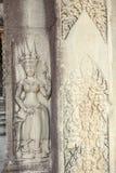 在Ta Prohm寺庙,吴哥城,暹粒,柬埔寨入口的被恢复的Apsara安心  库存图片