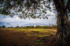 在taal湖菲律宾的阴沉的天空 库存照片