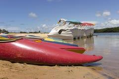 在Tabatinga海滩旁边-位于的Arituba盐水湖和是游泳的一个优秀选择在更加镇静的水域中 免版税图库摄影