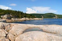 在tadoussac附近的加拿大海岸 免版税库存图片