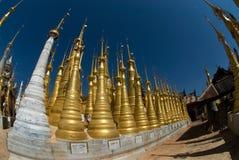 在taing的圣所附近的1个inle客栈湖缅甸 免版税库存照片