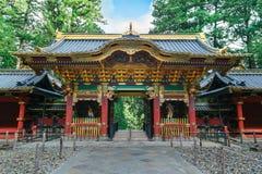 在Taiyuinbyo寺庙的Yashamon门在日光,日本 免版税库存照片