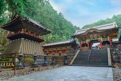 在Taiyuinbyo寺庙的Yashamon门在日光,日本 免版税库存图片