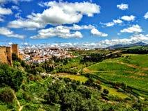 在Tajo峡谷的朗达,西班牙老镇都市风景 库存图片