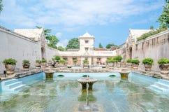 在taman莎丽服水城堡日惹, Java, Indon的古老水池 免版税图库摄影