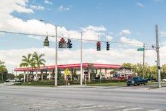 在Tamiami足迹,迈尔斯堡,佛罗里达的加油站 库存图片
