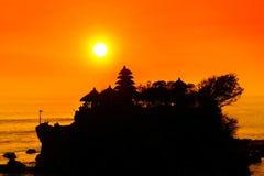在Tanah全部,巴厘岛,印度尼西亚的日落 库存照片