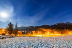 在Tatra山的冬天谷在晚上 库存图片