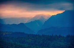 在Tatras山剪影,斯洛伐克的日落 免版税图库摄影