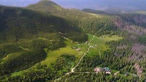 在Tatry山的飞行在扎科帕内附近 股票视频