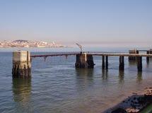 在Tejo河的跳船在Almada,葡萄牙支持 葡萄牙 免版税图库摄影