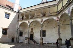 在TelÄ 城堡的拱廊 库存图片