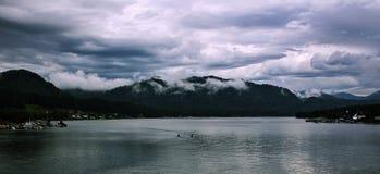 在Teletskoye湖的早晨 图库摄影