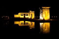 在Templo de Debod的晚上在马德里 免版税库存图片