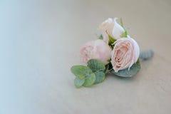 在tenderless钮扣眼上插的花,特写镜头的罗斯芽 库存照片