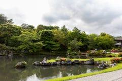在Tenryu籍寺庙的水池在京都,日本 库存图片