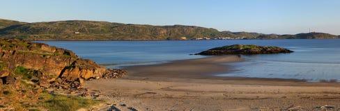 在Teriberka摩尔曼斯克地区附近村庄的巴伦支海海岸  库存照片
