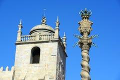 在Terreiro da Sé,波尔图,葡萄牙的Manueline颈手枷 库存图片