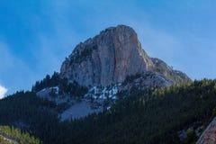 在Teton峡谷的一座坚固性山 免版税图库摄影