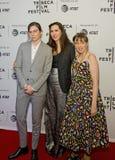 在TFF的家庭关系:雍容邓纳姆、Laurie Simmons和莉娜邓纳姆 免版税库存照片