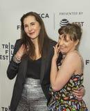 在TFF的家庭关系:Laurie Simmons和莉娜邓纳姆 库存图片