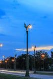在Thanon UtthayanAksa路,曼谷,泰国的暮色天空 库存图片