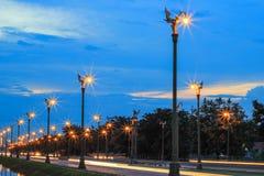 在Thanon UtthayanAksa路,曼谷,泰国的暮色天空 免版税库存照片