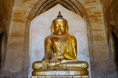 在Thatbyinnyu寺庙的金黄菩萨雕象在Bagan,缅甸 免版税库存照片