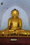 在Thatbyinnyu寺庙,在缅甸(Burmar的Bagan的菩萨图象 免版税图库摄影