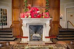 """在""""The旅馆Roanoke†的圣诞节壁炉 图库摄影"""