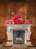 """在""""The旅馆Roanoke†的圣诞节壁炉 库存图片"""