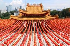在Thean后屿寺庙的红色灯笼装饰在吉隆坡,马来西亚 免版税库存照片