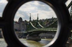 在ther河的自由桥梁在布达佩斯 免版税库存图片