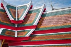 在Theravada寺庙的瓦纹理,泰国佛教徒外部  免版税库存照片
