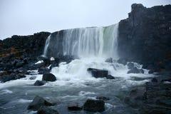 在Thingvellir国家公园的Oxararfoss瀑布在冰岛 免版税库存图片