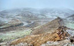 在Tichka通行证,高阿特拉斯山脉,摩洛哥的暴风雪 免版税库存照片