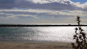 在timelapse摄制的地中海海滩在Occitania,法国 股票视频