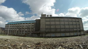 在timelapse的剧烈的云彩在仓库大厦 影视素材