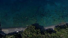 在Tirreno海岸线下,意大利空中射击的上面  股票视频