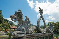 在Tirta gangga水宫殿,巴厘岛的雕塑 免版税图库摄影