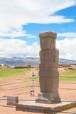 在Tiwanaku,玻利维亚废墟的巨型独石  免版税库存照片