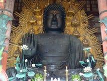 在Todai籍寺庙的伟大的菩萨雕象在奈良 免版税库存照片