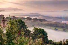 在Todi,翁布里亚小山的日出  库存照片