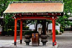 在Toji寺庙的圣洁神道的信徒的屋顶复盖物经典人工制品在京都 库存照片