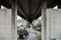 在tollway肮脏下在泰国 图库摄影